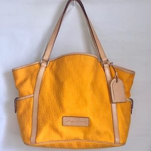 ✨HP✨[Dooney & Bourke] Sunflower Yellow Tote Bag
